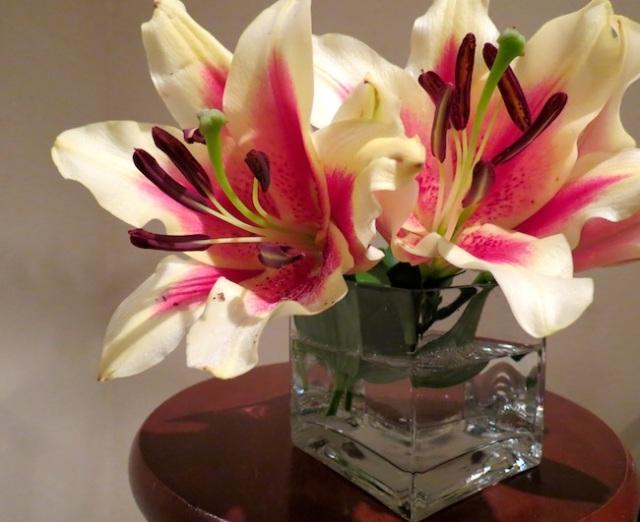 floral arrangement in small vase